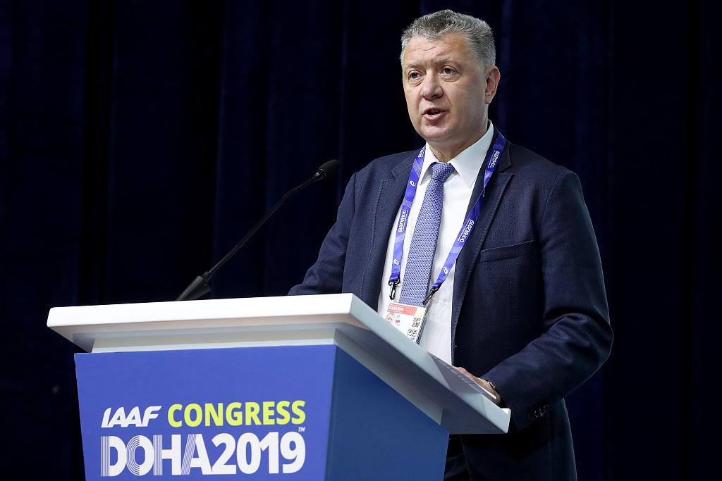 Shlyakhtin phát biểu tại Đại hội đồng Liên đoàn Điền kinh Thế giới, Doha tháng 9/2019. Ông từ chức Chủ tịch RUSAF hồi cuối tháng 11/2019, sau khi bị phanh phui vai trò trong vụ gian lận của Lysenko. Ảnh: AP