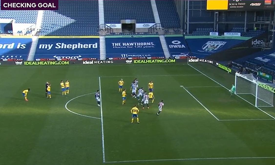 Peluit berbunyi saat bola belum melewati garis.  Artinya situasi bola yang masuk ke gawang tidak lagi masuk akal.  Screenshot