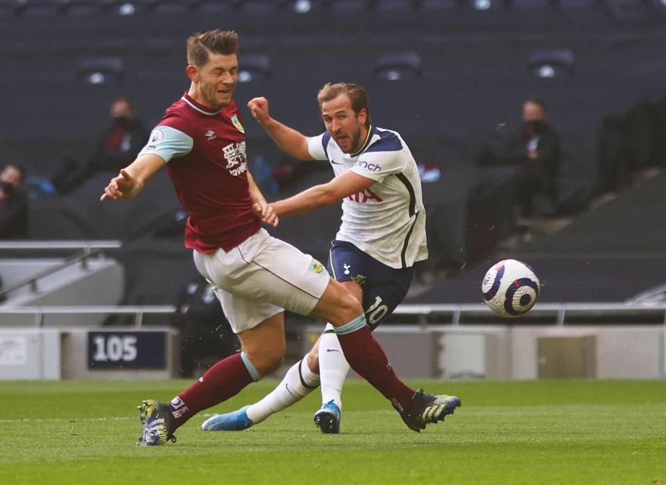 Kane menaikkan skor menjadi 2-0 untuk Tottenham setelah hanya 15 menit melawan Burnley.  Foto: Reuters