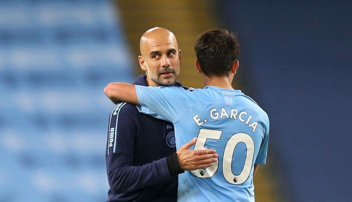 Garcia không thể cạnh tranh với Dias, Stones, Ake và Laporte tại Man City. Ảnh: Reuters.