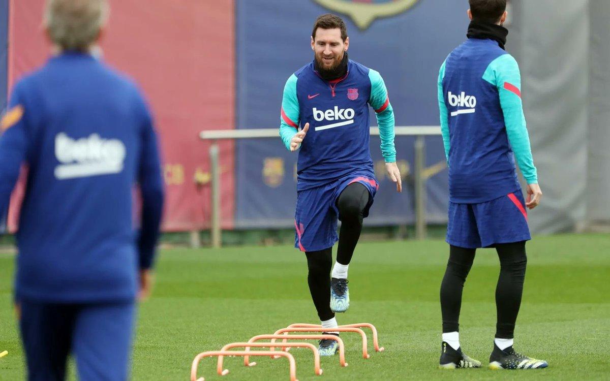 Messi dalam sesi latihan Barca pada 2 Maret lalu, saat polisi terus menggeledah markas Barca.  Foto: Olahraga.