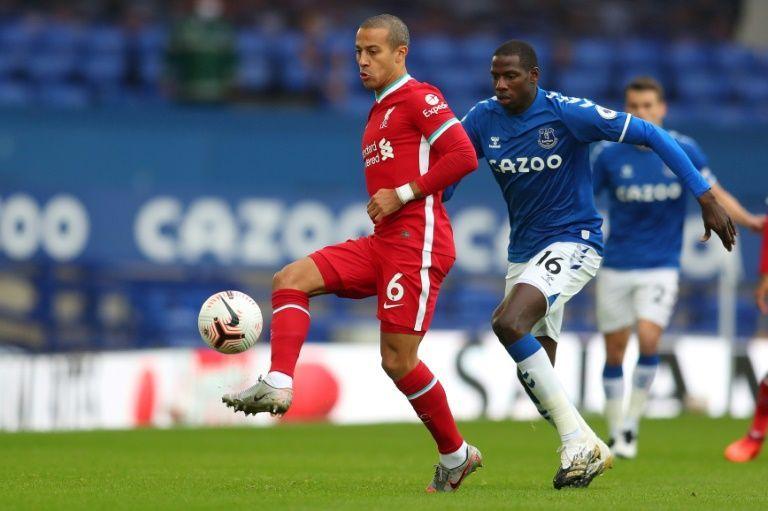 Thiago dikritik karena tidak cukup fit secara fisik untuk memenuhi gaya menekan kecepatan tinggi Liverpool di bawah Klopp.  Foto: Reuters