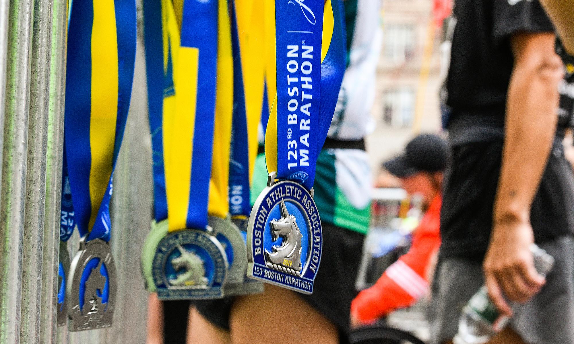 VĐV tham gia chạy ảo vẫn sẽ được nhận huy chương có biểu tượng kỳ lân của ban tổ chức, giống các VĐV dự cuộc thi truyền thống. Ảnh: BAA