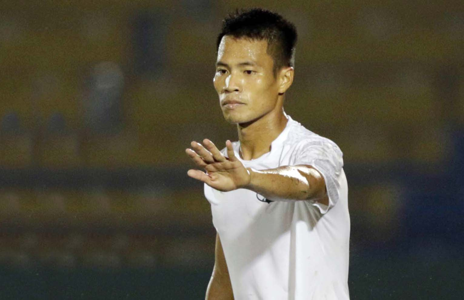 Lê Văn Sơn phải ngồi chơi xơi nước giai đoạn I V-League 2021.