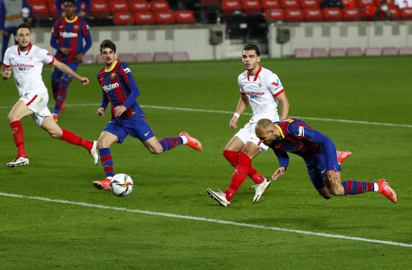 Braithwaite ghi bàn quyết định cho Barca.