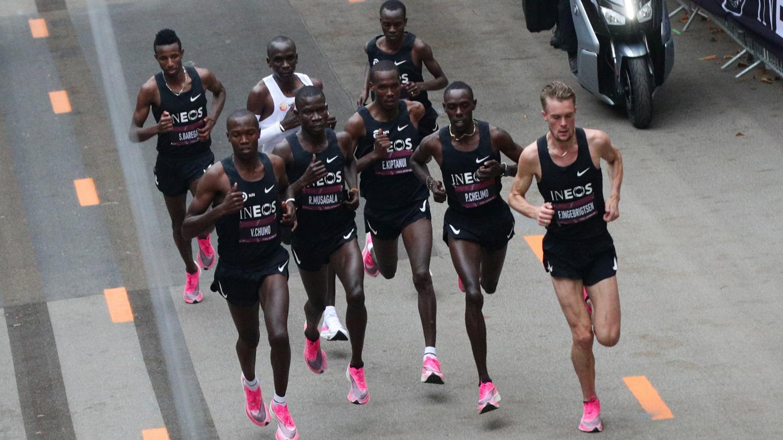 Desain sepatu baru membantu atlet meningkatkan performa mereka.  Foto: Reuters