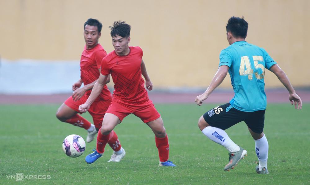 Phu Tho FC เป็นทีมเยาวชนที่ประกอบด้วยผู้เล่นส่วนใหญ่อายุ 20 หรือ 21 ปีดังนั้นพวกเขาจึงยังไม่มีประสบการณ์  ภาพ: ลำทอ
