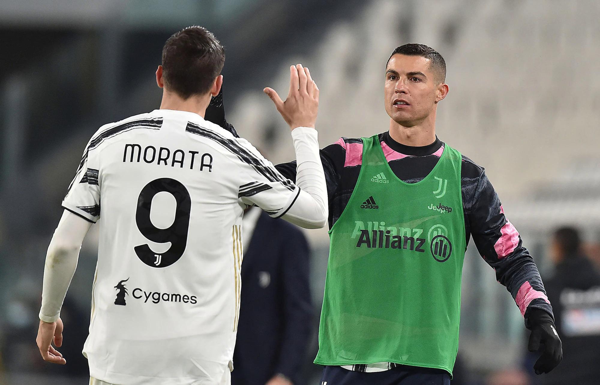 Ronaldo chia vui với Morata sau khi đồng đội ấn định tỷ số 3-1. Ảnh: ANSA
