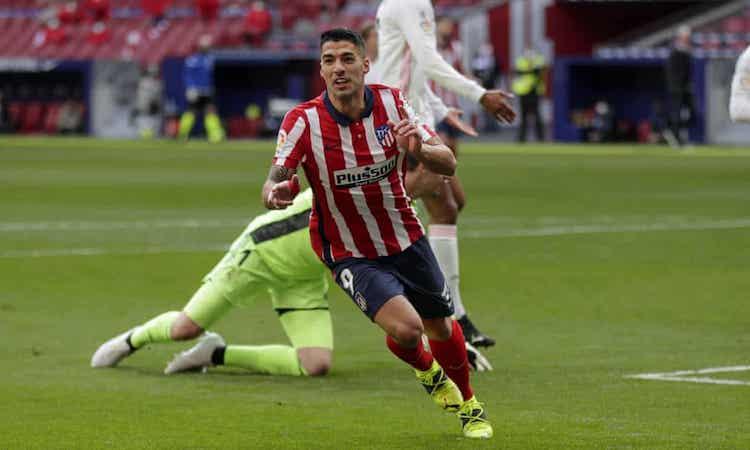 Suarez mencetak gol ke-17 untuk Atletico musim ini dan yang ke-13 melawan Real dalam karirnya.  Foto: AP.