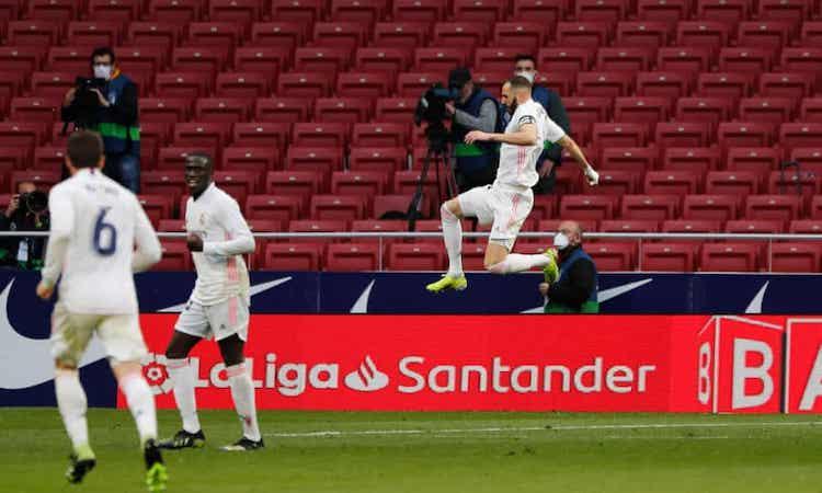 Benzema tỏa sáng, giúp Real giành một điểm trên sân kình địch. Ảnh: Reuters.