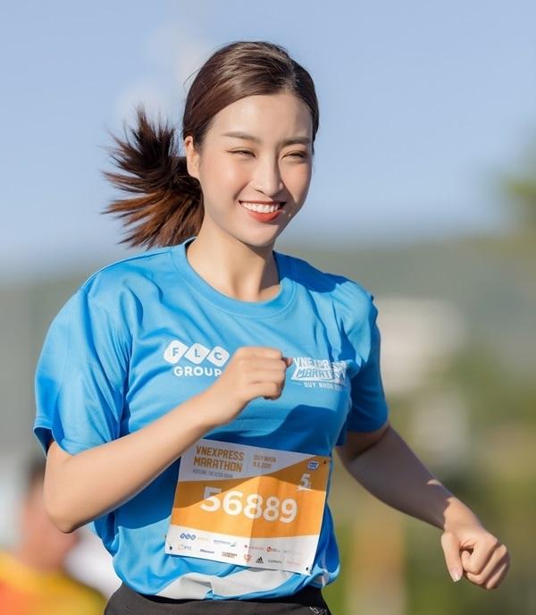 Miss Do My Linh participated in the VnExpress Quy Nhon Marathon 2019. Photo VnExpress Marathon.
