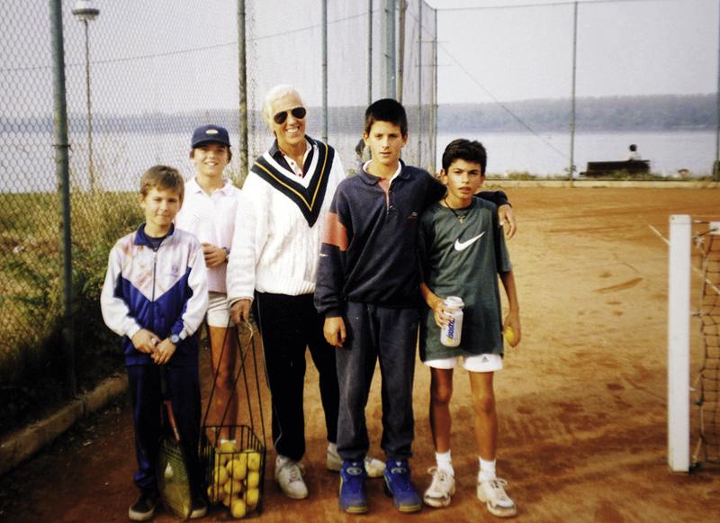 Djokovic (kedua dari kanan) dengan resonansi yang sama dan pelatih Jelena Gencic.  Foto: VRME.