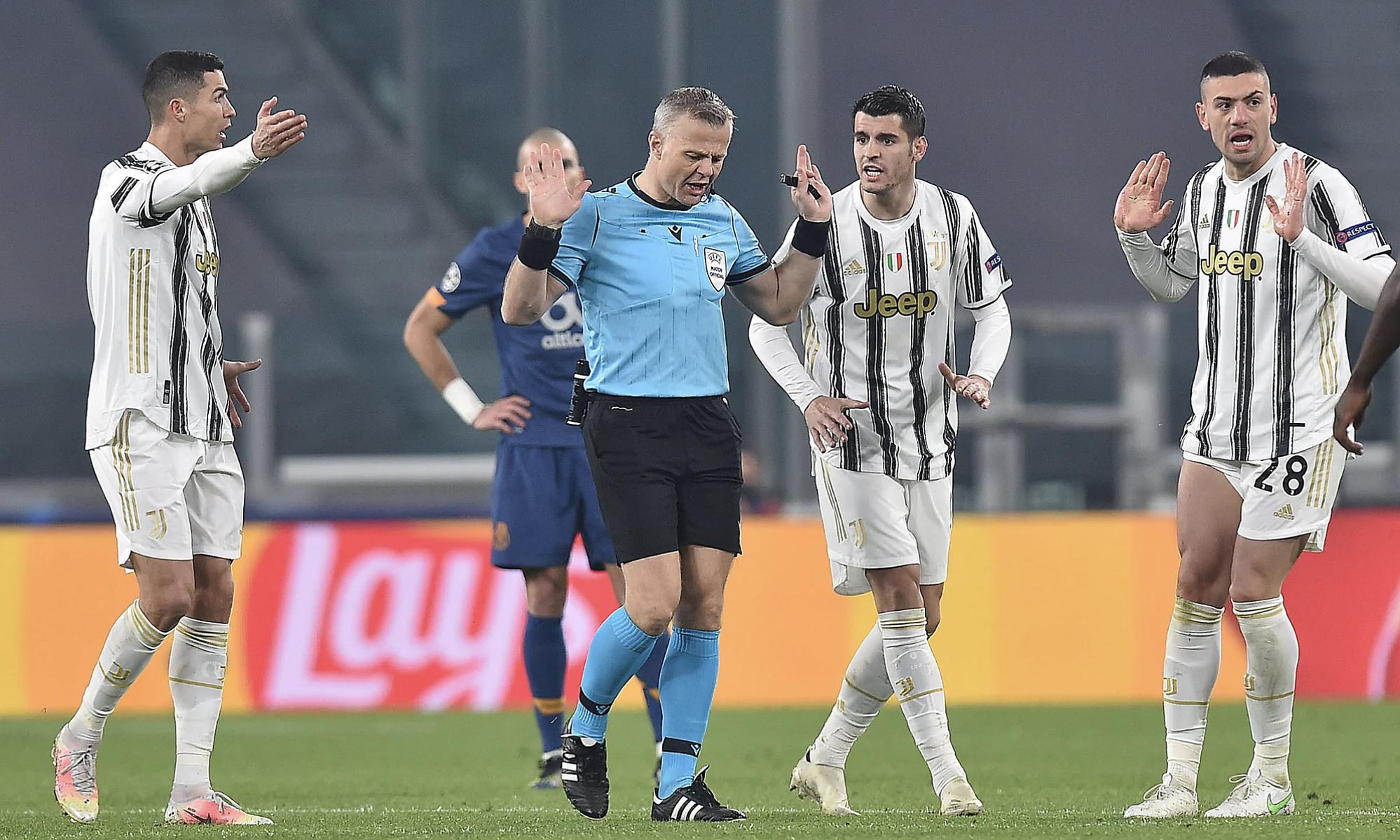 Juventus gây áp lực, khiến trọng tài phạt thẻ đỏ với Taremi. Ảnh: ANSA.