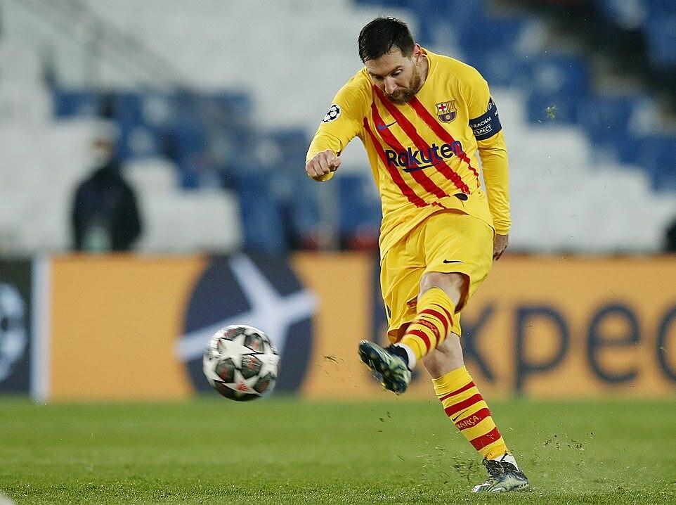 Tembakan meriam Messi menyamakan kedudukan 1-1.  Foto: Reuters