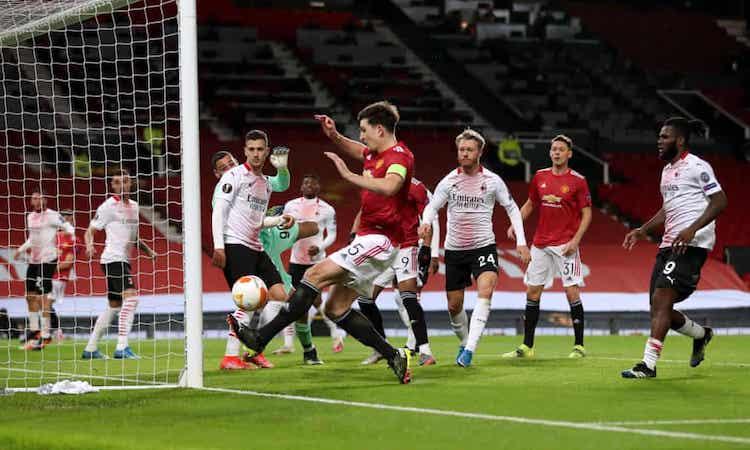 Maguire membentur tiang dari jarak dekat, kehilangan kesempatan untuk membuka keunggulan di akhir babak pertama.  Foto: PA.