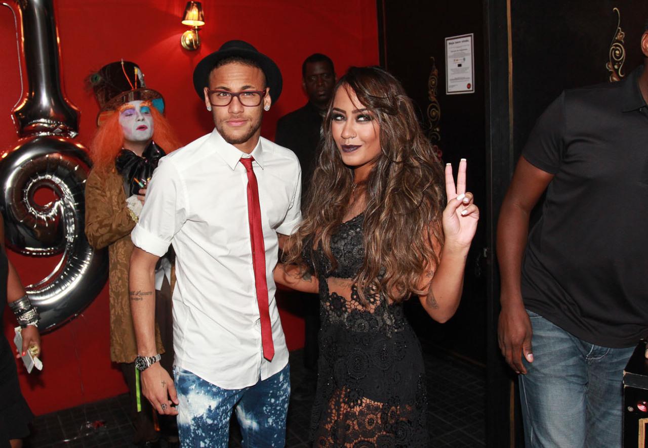Neymar disebut-sebut selalu mencari cara untuk kembali ke Brasil untuk merayakan ulang tahun saudara perempuannya Rafaella pada pertengahan Maret setiap tahunnya.