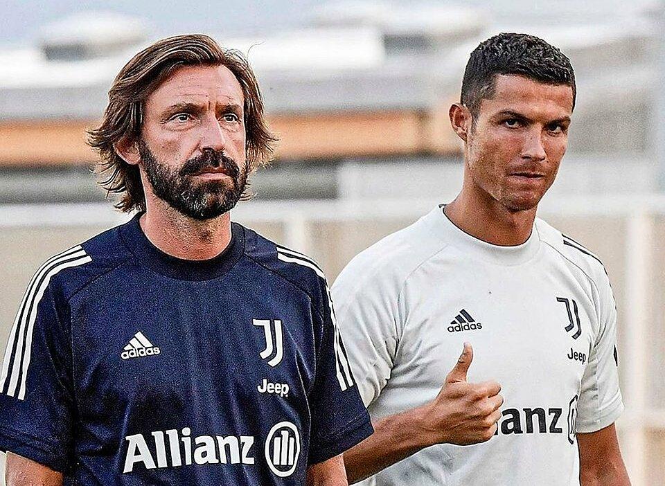 Pirlo (kiri) masih ingin mempertahankan Ronaldo untuk musim 2021-2022.  Foto: JFC