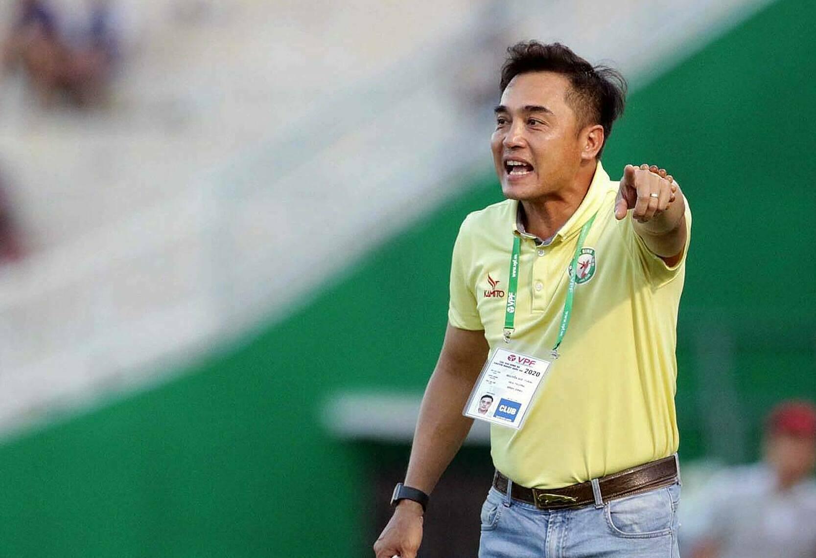 Pelatih Nguyen Duc Thang akan membawa pasukan Binh Dinh untuk menghadapi HAGL untuk pertama kalinya.  Foto: Duc Dong.