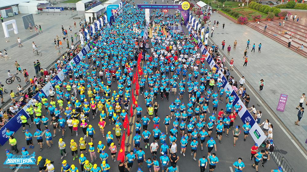In Quy Nhon (Binh Dinh), athlete on the road running VnExpress Quy Nhon Marathon 2020. Photo