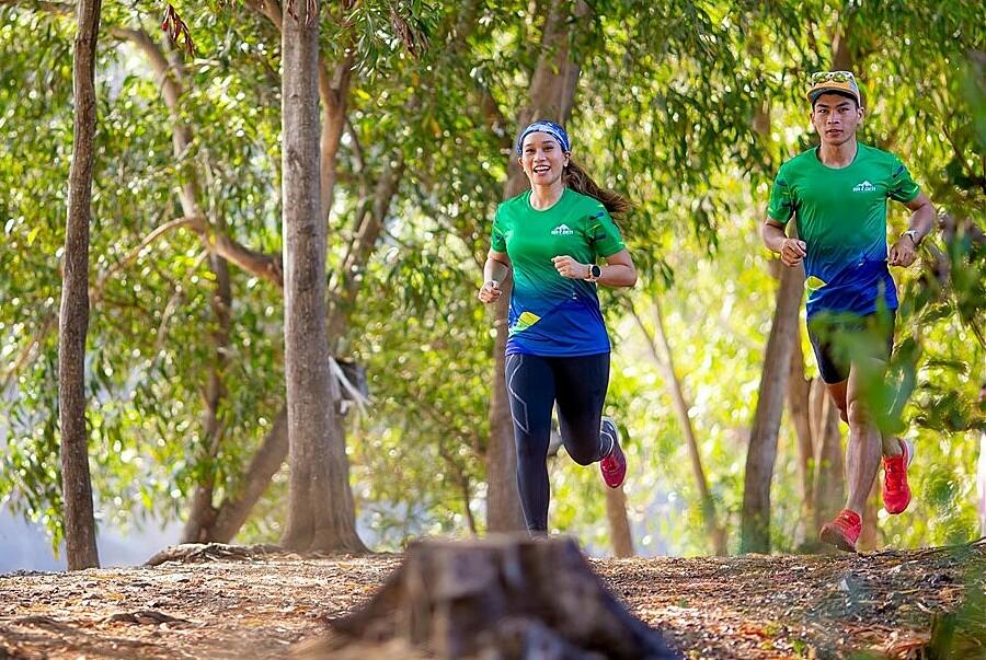 BaDen Mountain Marathon 2021's track runs through an area of high vegetation.  Photo: Sun World BaDen Mountain.
