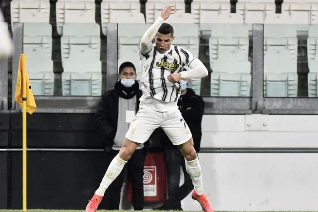 Ronaldo mencetak hat-trick tepat setelah tiba-tiba tersingkir dari Liga Champions.  Foto: Reuters.
