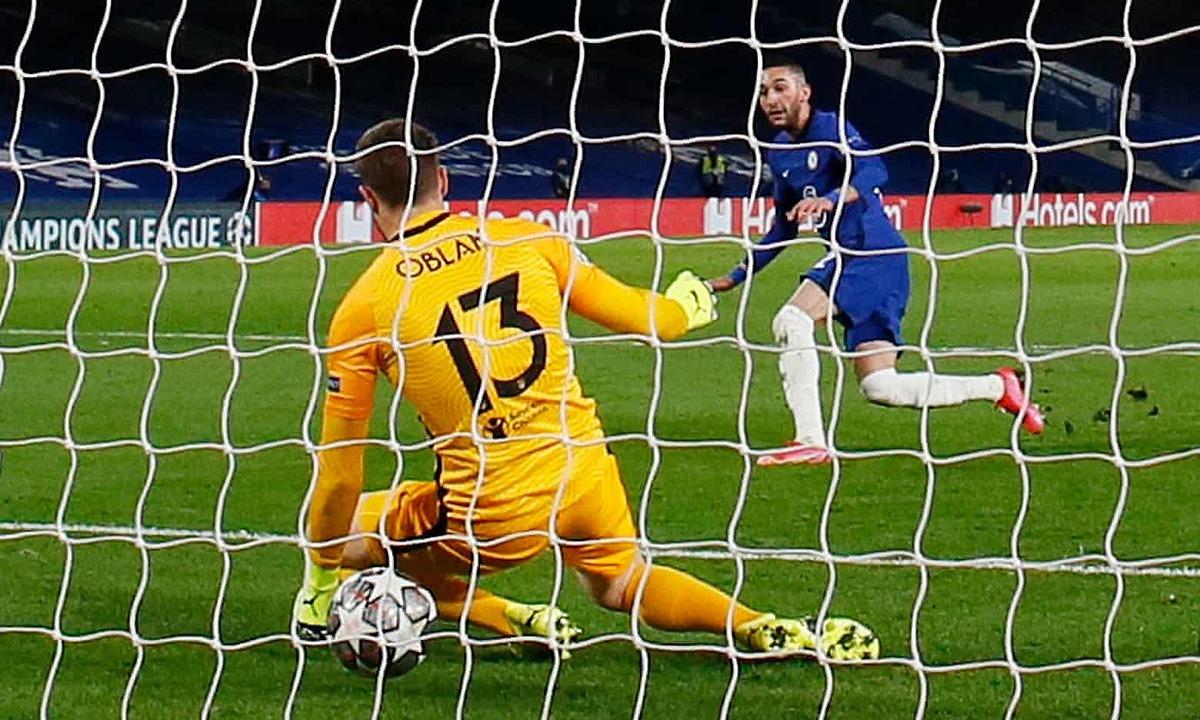Ziyech ghi bàn thứ ba cho Chelsea, và là bàn thứ hai ở Champions League. Ảnh: Reuters.
