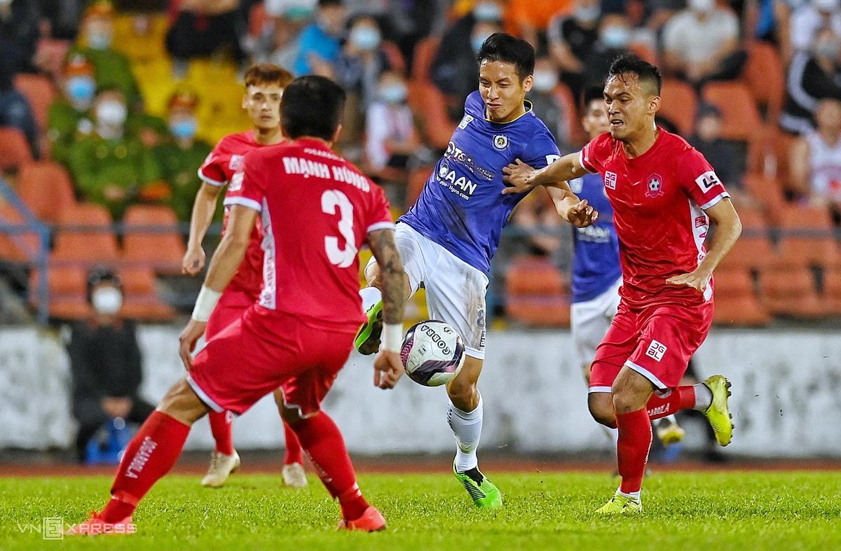 Hung Doong mencetak gol ketika Hanoi menjatuhkan Hai Phong di Lach Tray pada 13 Maret.  Foto: Lam Tho