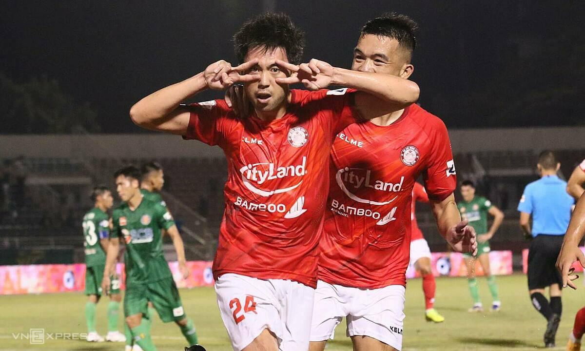 Lee Nguyễn mừng bàn đầu tiên cho TP HCM. Ảnh: Đông Huyền.