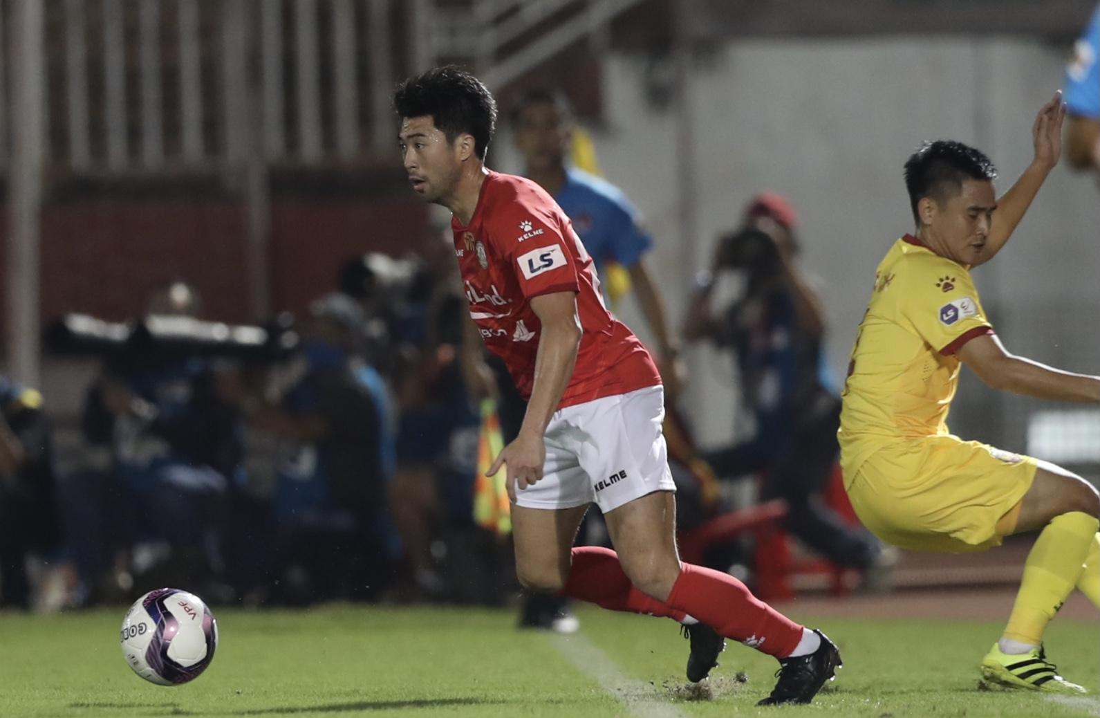 Menentukan Lee Nguyen sebagai detonator terpenting, kata Saigon FC, ada cara untuk menetralkan pemain ini.  Foto: Duc Dong.