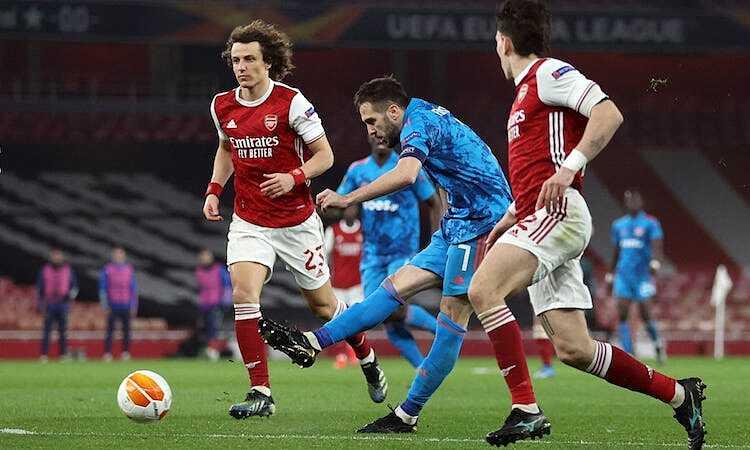 Olympiacos memenangkan pertandingan kedua berturut-turut di Emirates tetapi masih didiskualifikasi.  Foto: Reuters.