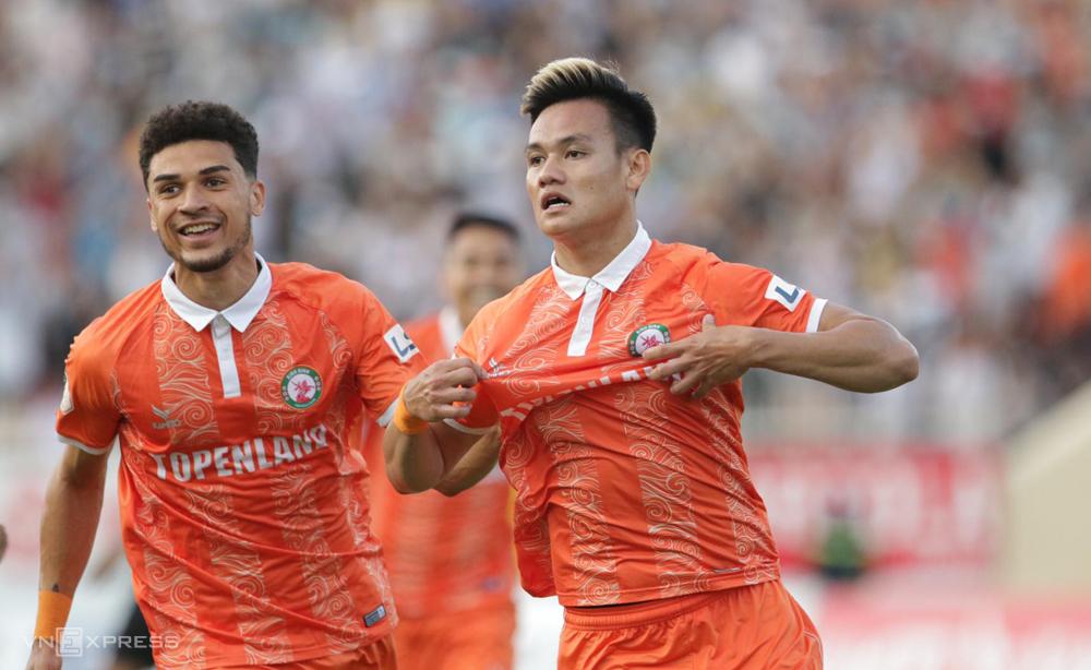Ho Tan Tai mencetak satu-satunya gol untuk membantu Binh Dinh mengalahkan Da Nang di babak 4 V-League 2021. Foto: Lam Thoa