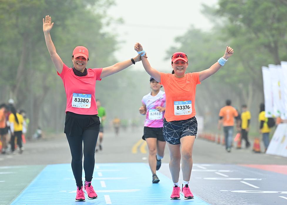 The runners finished at VnExpress Marathon Hue.  Photo: VnExpress Marathon.