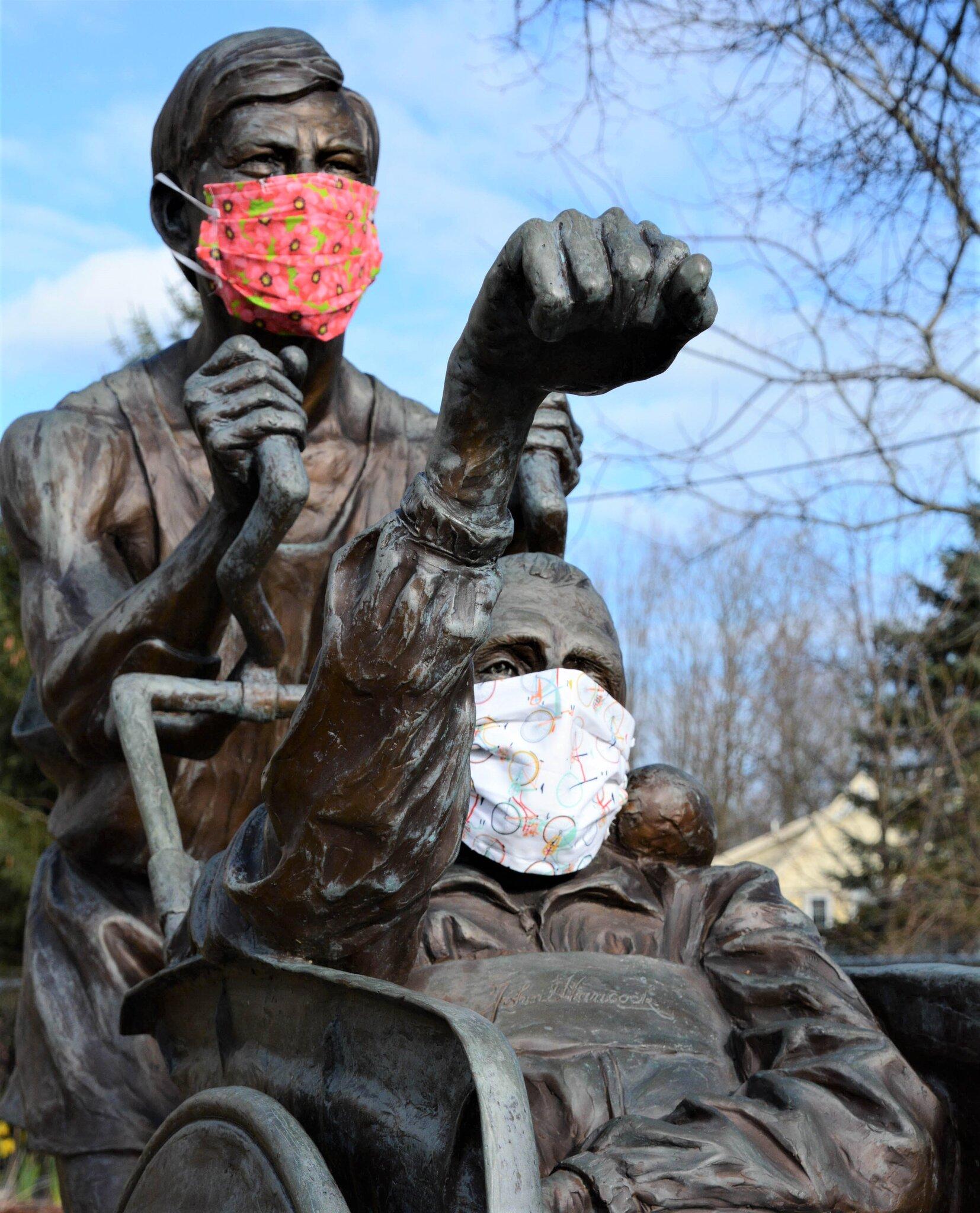 Maraton Boston menghormati Dick dan Rick dengan patung perunggu yang ditempatkan di dekat garis start lari ini sejak 2013. Foto: New York Times