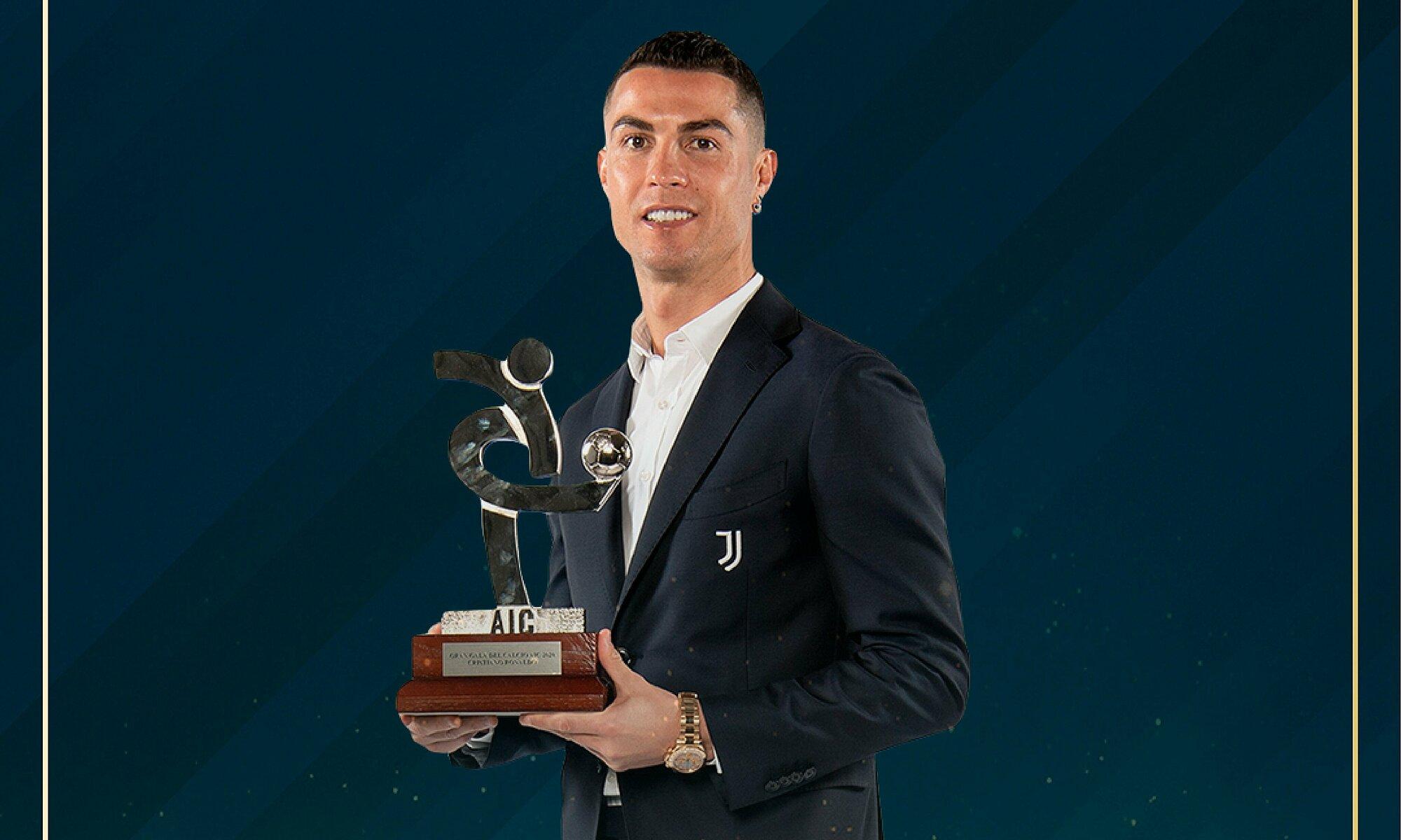 Ronaldo lần thứ hai nhận giải Cầu thủ hay nhất Serie A, do các đồng nghiệp bầu chọn. Ảnh: AIC