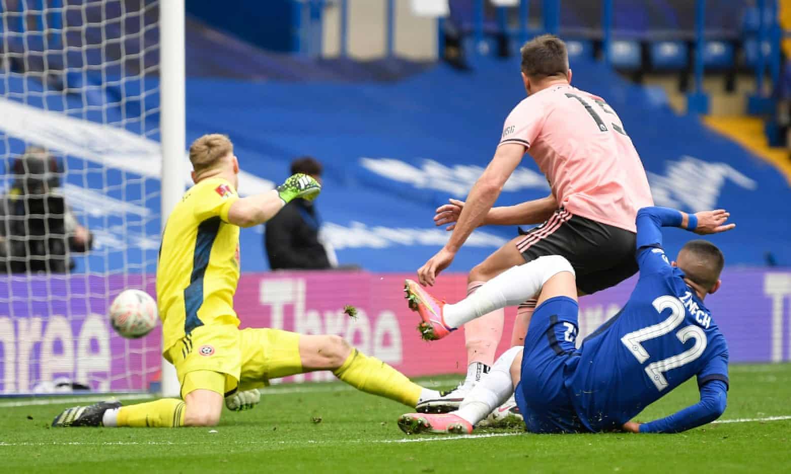 Ziyech menetapkan skor 2-0 untuk Chelsea di masa injury time.  Foto: Reuters.