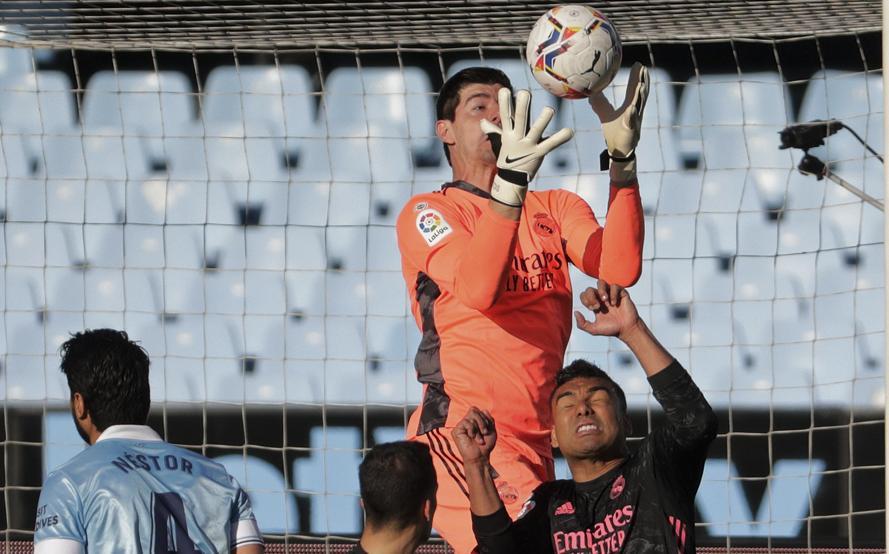 Real của Courtois và Casemiro đang đua tranh danh hiệu trên cả hai mặt trận La Liga và Champions League. Tuần đấu từ 6/4 đến 14/4 vì thế đóng vai trò bản lề với thành bại cuả họ mùa này. Ảnh: EFE