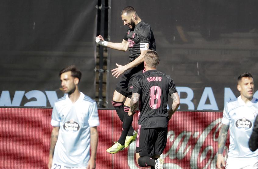 Benzema bersinar pada siang hari dengan mengenakan ban kapten, bukan Ramos.  Foto: AP.