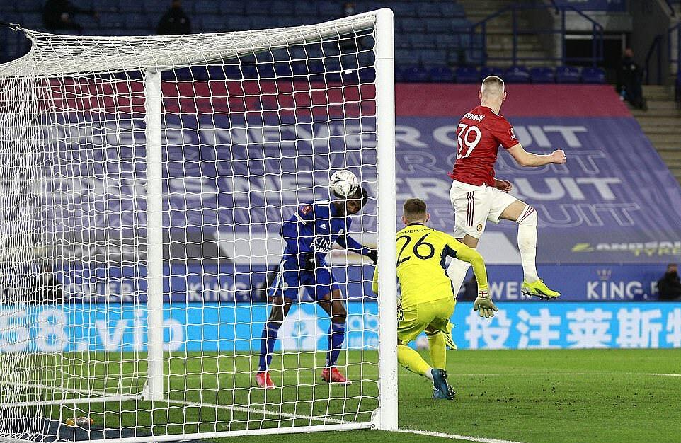 Iheanacho trừng phạt những sai lầm của Man Utd để ghi hai bàn thắng: Ảnh: PA.