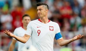 Thủ tướng Đức, Ba Lan gỡ khó cho Lewandowski