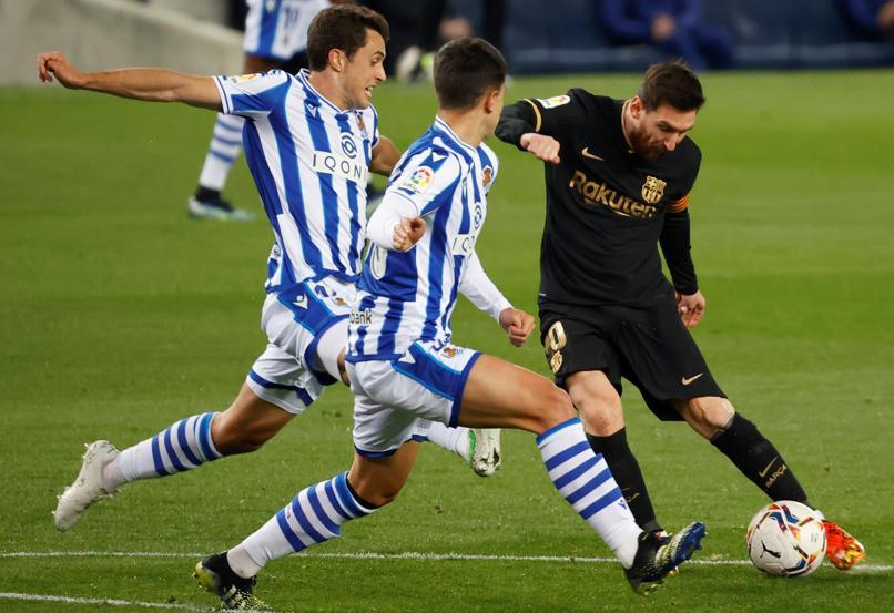 Messi selalu memberikan tekanan pada pertahanan Sociedad.