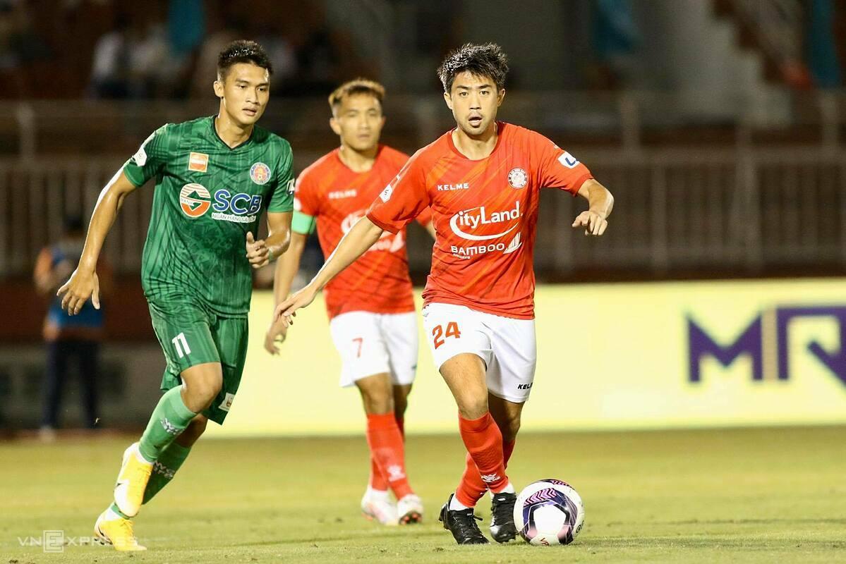 Lee Nguyễn mới chơi hai trận, nhưng ngay lập tức chứng tỏ đẳng cấp vượt trội so với các đồng nghiệp tại V-League. Ảnh: Đông Huyền