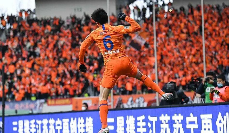 6 klub profesional China, termasuk Jiangsu, akan berhenti bekerja mulai musim 2021. Foto: Xinhua.