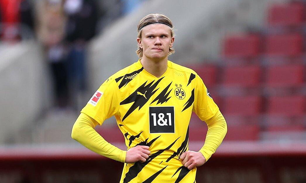 Haaland đang không thoải mái khi Dortmund ngày càng xa top 4 ở Bundesliga và tấm vé dự Champions League mùa sau. Ảnh: AFP