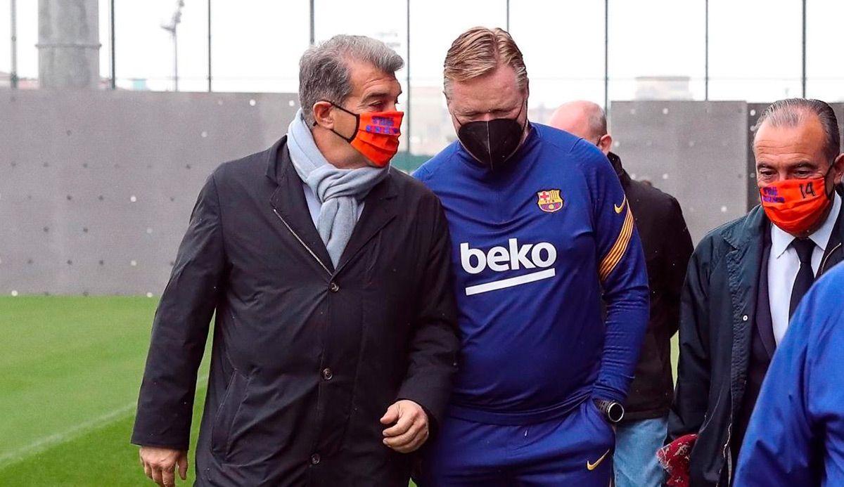 Koeman (กลาง) ได้รับความน่าเชื่อถือจากผู้นำคนใหม่  ภาพ: FCB.