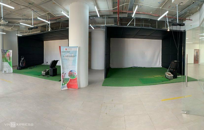 Ruang latihan golf independen Universitas Hong Bang tidak memiliki pemain.  Foto: Quoc Huy