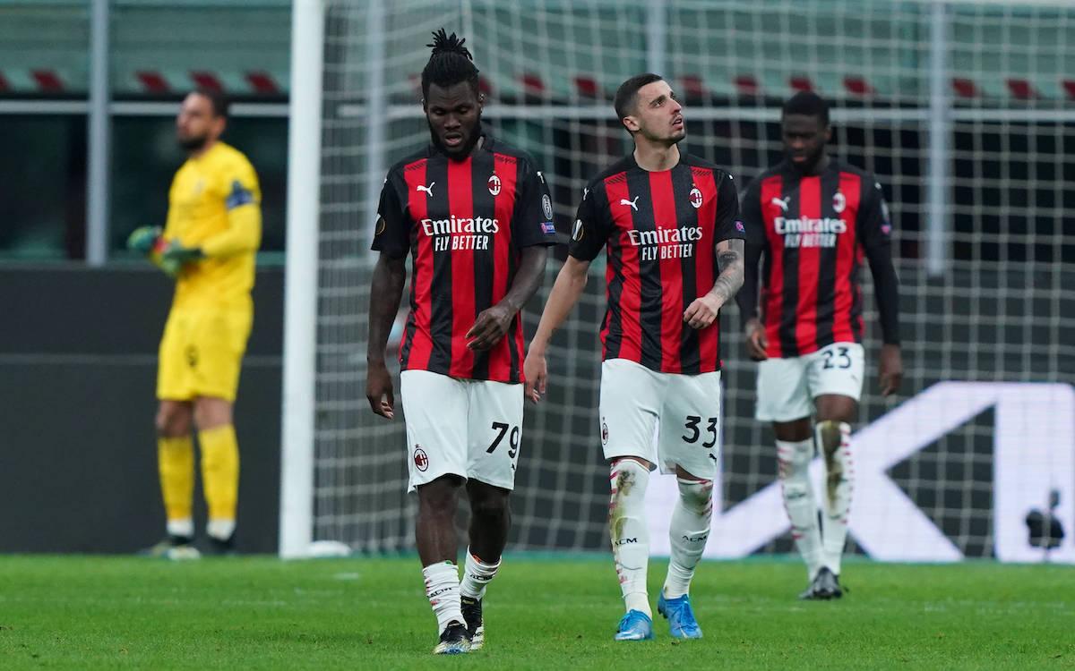 Pemain Milan itu meninggalkan lapangan setelah kalah dari Man Utd di leg kedua dan berhenti di babak 1/8 Europa League pada 18 Maret.  Foto: Lapresse