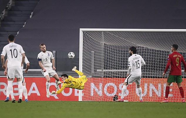 Gol bunuh diri lucu dari Azerbaijan.