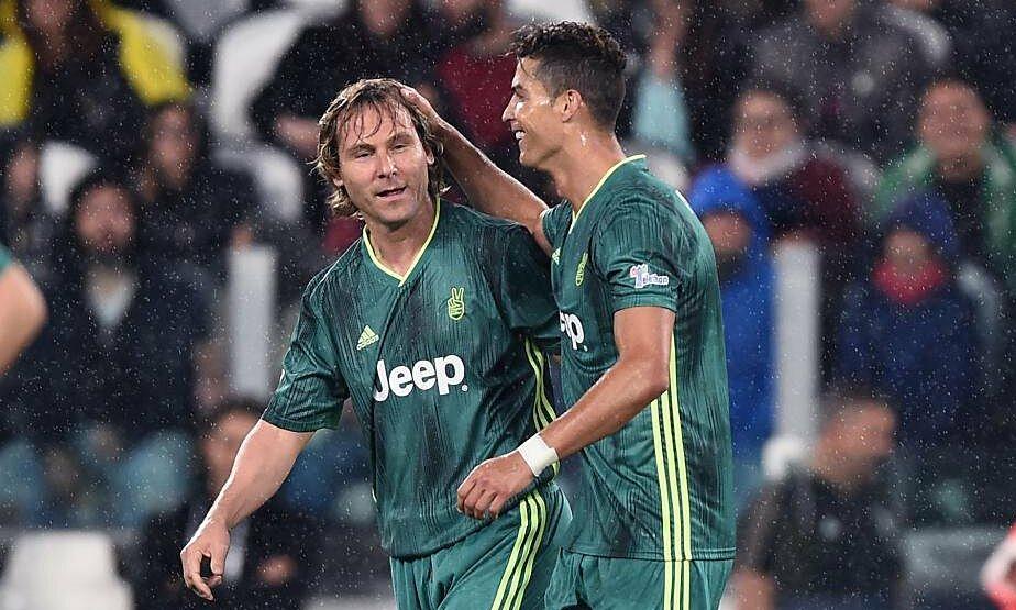 Nedved (trái) và Ronaldo trong một trận đấu biểu diễn ngày 27/5/2019. Ảnh: Football24