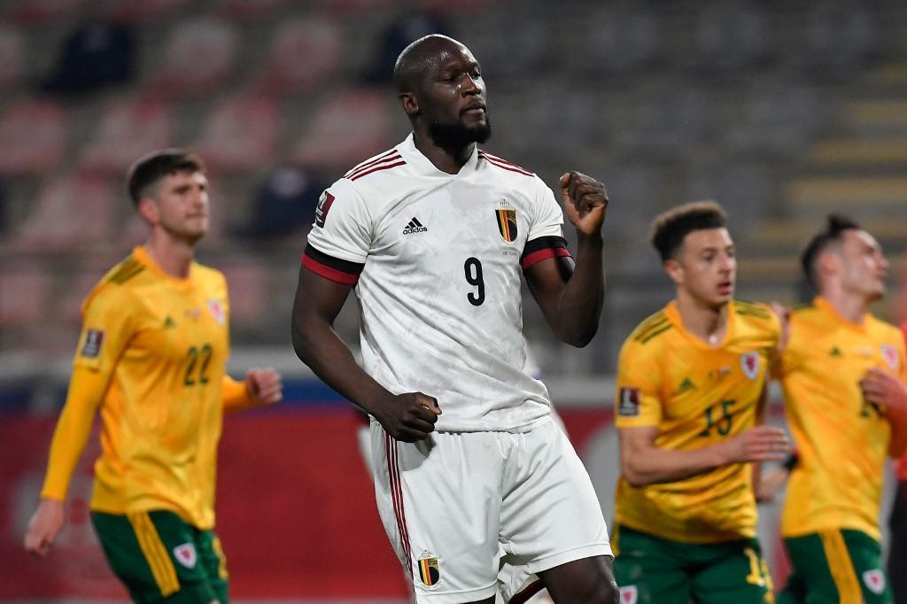 Lukaku mừng bàn thắng trong trận Bỉ hạ Xứ Wales 3-1 hôm 24/3. Ảnh: AFP
