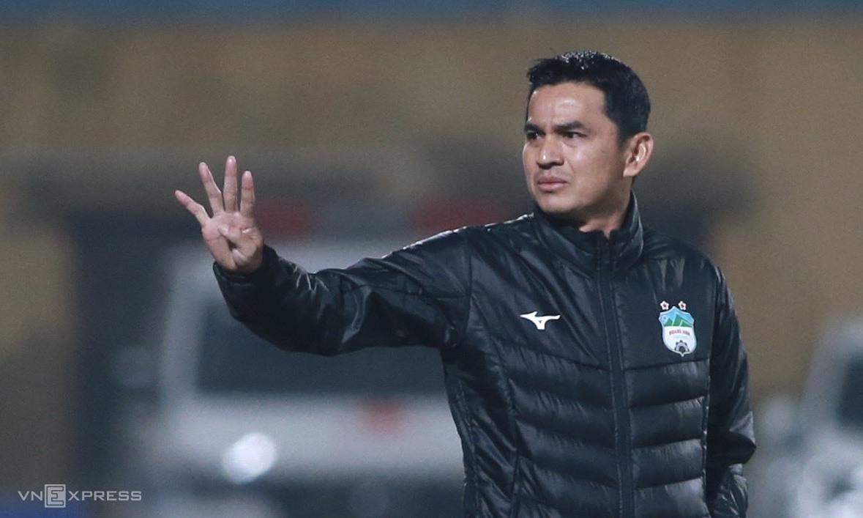 เกียรติศักดิ์นำสายลมเย็นมาสู่ HAGL ด้วยการชนะสามครั้งเสมอหนึ่งผ่านห้ารอบแรกของ V-League 2021 ภาพ: ลำท่อ